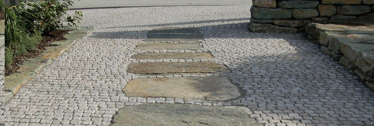 brostein i granitt